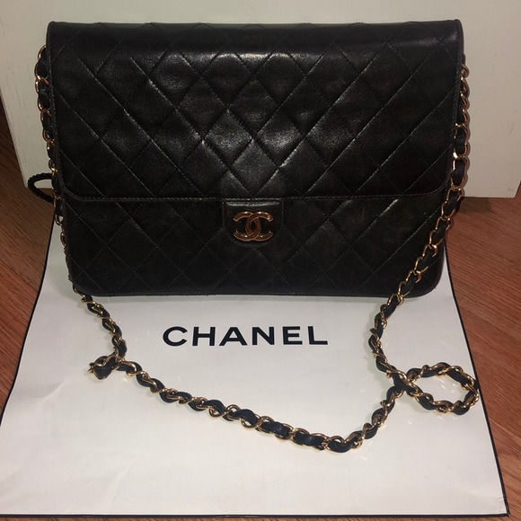 CHANEL Handbags - Authentic Chanel clutch